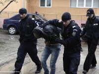 Un italian si trei romani, ridicati de DIICOT pentru fraudarea unor banci cu 5 milioane euro