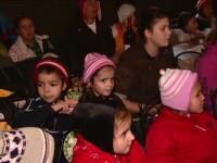 Dupa ce au multumit prin rugaciune pentru tot ce au, copiii din Valea Screzii au pornit la colindat