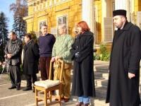 Familia regala a inceput pregatirile de Craciun la Castelul Savarsin. Cand sunt primiti vizitatorii