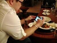 Oferta de nerefuzat a unui restaurant. Ce a primit acest barbat dupa ce si-a inchis telefonul mobil