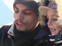 Artistul din Targoviste care canta zi de zi in frig pentru a-si hrani fiul.