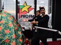 Smiley a impodobit bradul la ProFM, dar a raspuns si la toate intrebarile DJ-ilor
