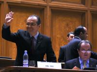 2008-2009. Summitul NATO trece, vine criza economica iar romanii fac rand pentru Dansul Pinguinului