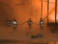 Incendiu de proportii in sectorul 4. Pompierii au intervenit cu 18 masini pentru a opri flacarile