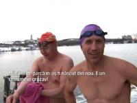 Traditie extrema in Rusia, de Craciun. Zeci de curajosi se scalda in apa rece ca gheata, convinsi ca isi intaresc sanatatea