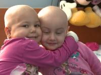 DARUIESTE VIATA: Bianca si Rares se lupta cu leucemia, insa pot fi salvati cu un gest care nu costa nimic