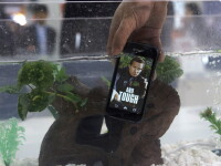 Primul smartphone din lume care poate fi spalat cu apa si sapun. Cand va fi pus in vanzare si la ce pret