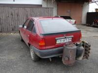 Soferii ucraineni trec la motorul pe lemne. Cat de putin costa carburantul pentru o asemenea masina