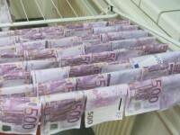 100.000 de euro, gasiti plutind pe Dunare, in Viena, de catre un tanar. Martorii au anuntat politia