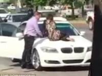 Reactia unei femei in momentul in care si-a vazut sotul in masina cu amanta. Politia a ajuns la fata locului. VIDEO