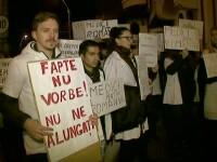 Zeci de absolventi de Medicina au protestat in fata Palatului Cotroceni. Ce i-au cerut presedintelui Iohannis
