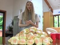 O fosta regina a frumusetii se filmeaza in timp ce mananca 100 de cheesburgeri. Pentru ce este cunoscuta Nela. VIDEO
