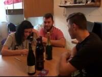 Revelionul se intoarce in sufrageriile romanilor. De ce aleg tot mai multi tineri sa petreaca precum parintii inainte de 1989