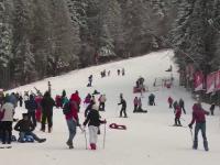 Sute de turisti au invadat partiile proaspat acoperite de zapada. In ce statiuni se poate schia fara probleme