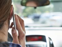 71% dintre romani vorbesc la telefon sau scriu mesaje in timp ce conduc. Riscul sa produca un accident creste si de 23 de ori
