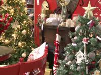 Globuri din lemn și ghirlande din iută sau hârtie - noile tendințe în materie de podoabe pentru Crăciun