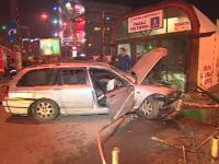 Accident grav în capitală. O mașină s-a izbit frontal de stația de metrou Obor