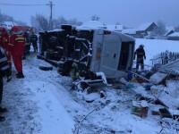 Microbuz răsturnat în Harghita: 2 morți și 15 răniți. Șoferul a pierdut controlul pe asfaltul acoperit de zăpadă