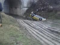 Accident spectaculos în Constanța. O femeie a plonjat 15 metri cu mașina într-o râpă