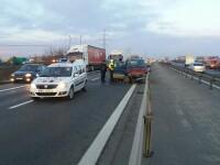 Coliziune între un TIR şi două autoturisme pe A1. Trei victime, dintre care una inconştientă