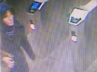O tânără a murit la metrou, după ce a fost împinsă pe șine. Poliția o caută pe cea care ar fi ucis-o