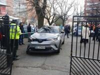 Accident în Buzău, după ce directoarea unei școli a încurcat frâna cu accelerația. Opt răniți