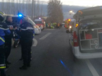 Un tren a izbit un autobuz școlar, în Franța: 4 morți. Mesajul lui Macron