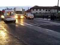 Trei elevi, răniţi după ce au fost loviţi de un microbuz pe o trecere de pietoni în Sibiu