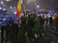 Proteste în Piața Victoriei. Conflict între manifestanți și jandarmi în fața Parlamentului. VIDEO