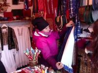 Produsele tradiţionale lucrate de meşteri populari, puse în umbră de mărfurile aduse din China