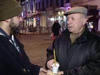 """Lumânări şi colivă, pomană de """"sufletul justiţiei"""" în Iași. """"Justiţia şi democraţia au murit"""""""