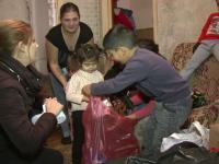 Moş Crăciun nu i-a uitat pe cei cinci fraţi din Craiova, crescuţi doar de mama lor