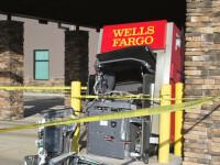 Un bărbat a bătut cu pumnii un bancomat până l-a distrus. Cu ce-i