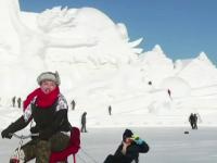 Un oraș de gheață și zăpadă din China a căpătat o aură luminoasă