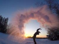 Locuitorii Americii de Nord suferă de frig, în timp ce Donald Trump ironizează încălzirea globală