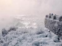 """Imagini spectaculoase de la Cascada Niagara: """"E mai frumoasă iarna"""""""