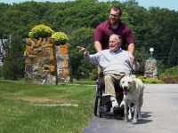 Imaginea emoționantă cu câinele lui George Bush Sr., lângă sicriul fostului președinte