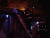 Incendiu într-un cartier din Iaşi. Oamenii au fugit din case vineri dimineaţă