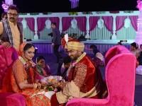 Magnatul indian ce căsătorește în fiecare an sute de femei. Motivul gestului e înduioșător