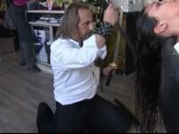 """Hair-stylistul """"ninja"""" care taie părul cu săbii și """"gheare"""" metalice. """"Noi trăim pentru femei"""""""