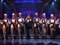 Cum arată Jennifer Lopez la 50 de ani. Apariție de senzație pe scena SNL