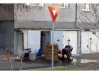 Ce a pățit un bărbat din Oradea după ce a fost surprins de vecini când tăia porcul în spatele blocului