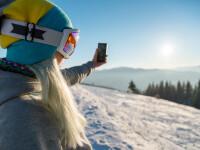 Doi tineri prinşi sub zăpadă au fost salvaţi datorită unei postări pe Facebook