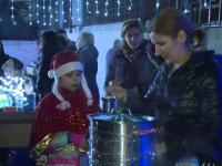 Elevii unei școli din Capitală au organizat un târg ca să strângă bani pentru copiii cu cancer