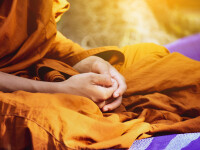Un călugăr budist a murit după ce a folosit telefonul mobil. Ce s-a găsit lângă cadavru