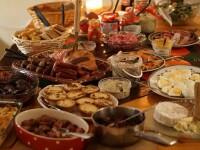 De ce este bine să evităm să mâncăm mult în seara de Crăciun. Avertismentul medicilor