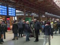 Trenurile și autobuzele, aglomerate până la refuz înainte de Sărbători