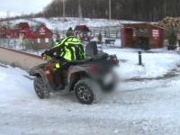 Doi tineri au ajuns cu un ATV într-o râpă. Au avut nevoie de ajutorul jandarmilor montani