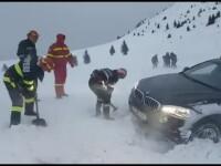 Mașini abandonate în zăpadă și trafic îngreunat în mai multe județe. Când scăpăm de ninsori