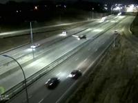 Un avion a aterizat pe o șosea din Minnesota și a lovit o mașină